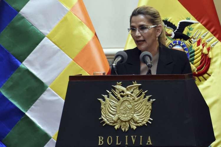 A presidente da Bolívia afirma ter testado positivo para Covid-19, sendo a segunda presidente na América do Sul a ter contraído a doença  (Foto: AIZAR RALDES / AFP)