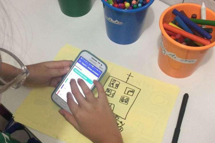 Famílias têm papel fundamental na relação da criança com criatividade no mundo digital (Foto: Reprodução)