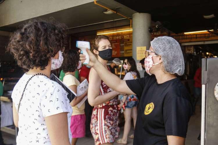 FORTALEZA, CE, 11-07-2020: Movimentação do retorno de funcionamento dos restaurantes  (Foto: Barbara Moira)