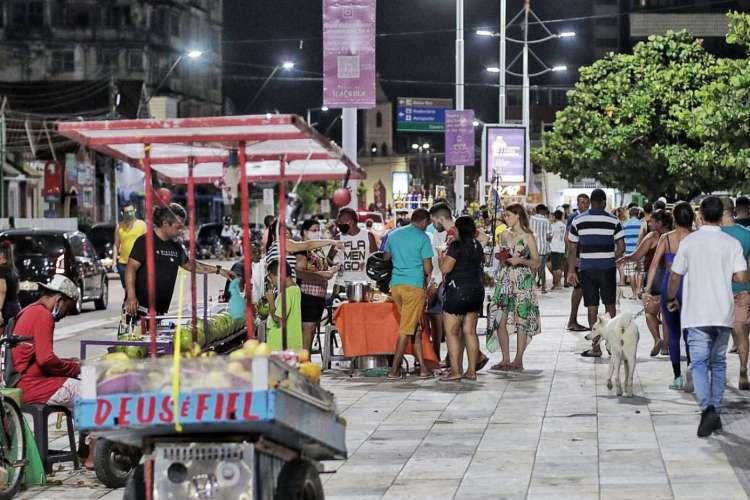 Segundo a Secretaria Regional, 700 ambulantes tem termo de permissão para comercializar no local (Foto: Aurélio Alves)