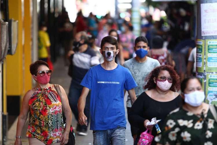 Movimentação no Centro de Fortaleza em tempos de pandemia (Foto: Fabio Lima)