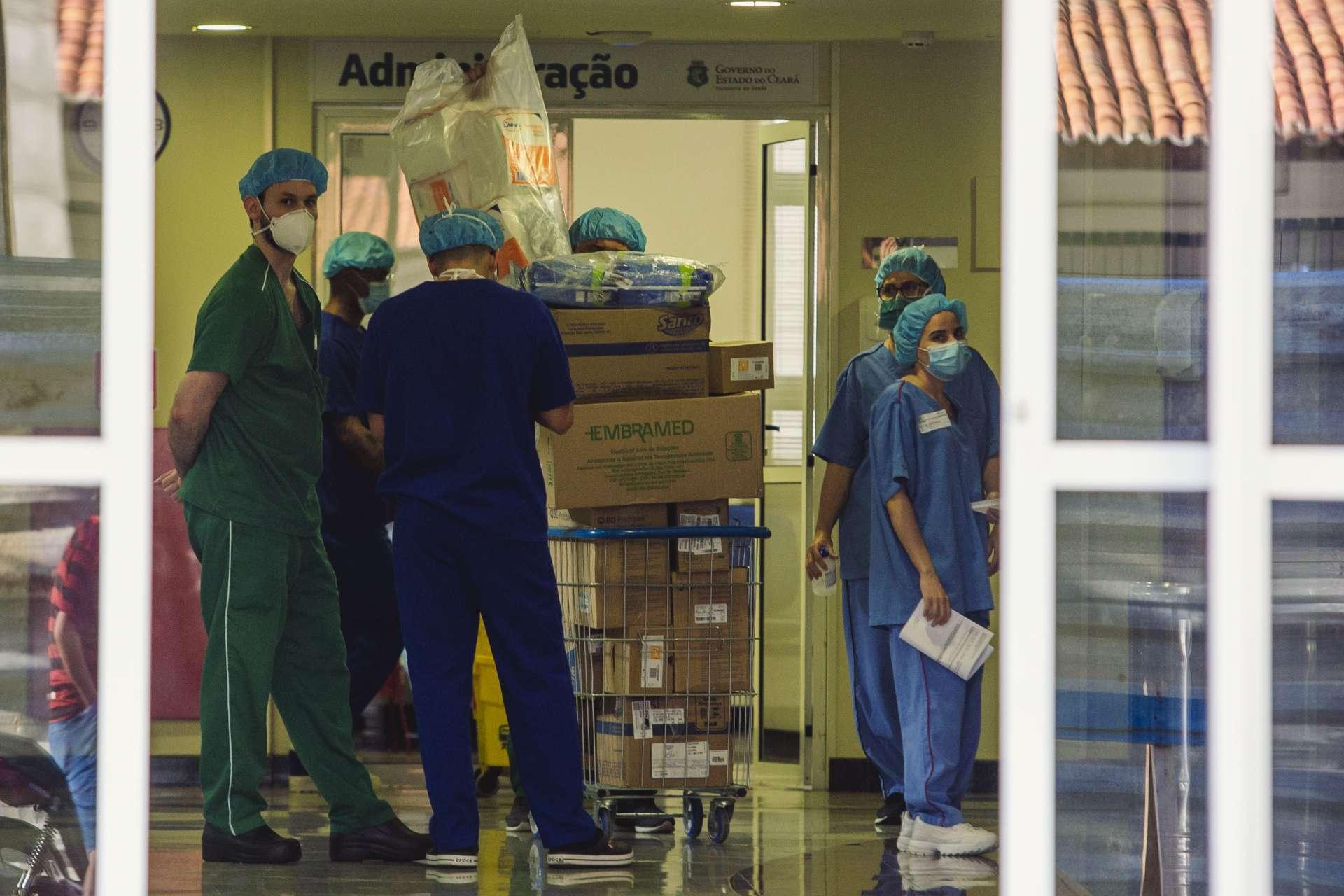 DOS 189.023 infectados no Ceará, 14.659 eram profissionais da saúde