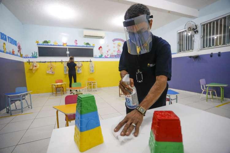 Retorno do ensino presencial em Fortaleza deve ser feito gradualmente e com revezamento de alunos, recomenda Conselho Municipal de Educação (Foto: FCO FONTENELE)