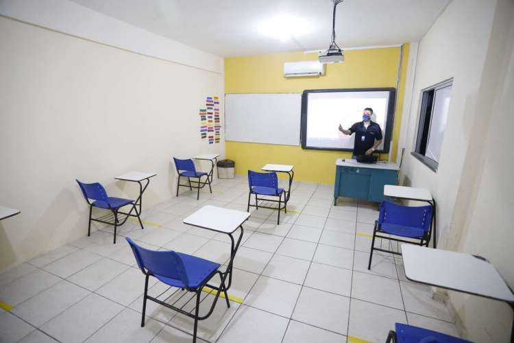As escolas estão se preparando para a volta às aulas quando for permitido pelo Governo do Estado (Foto: FCO FONTENELE)