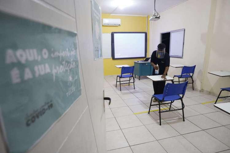 FORTALEZA, CE, BRASIL, 13.07.2020:  Escola particular no bairro Passaré se prepara para o retorno às aulas presenciais (Foto: FCO FONTENELE)