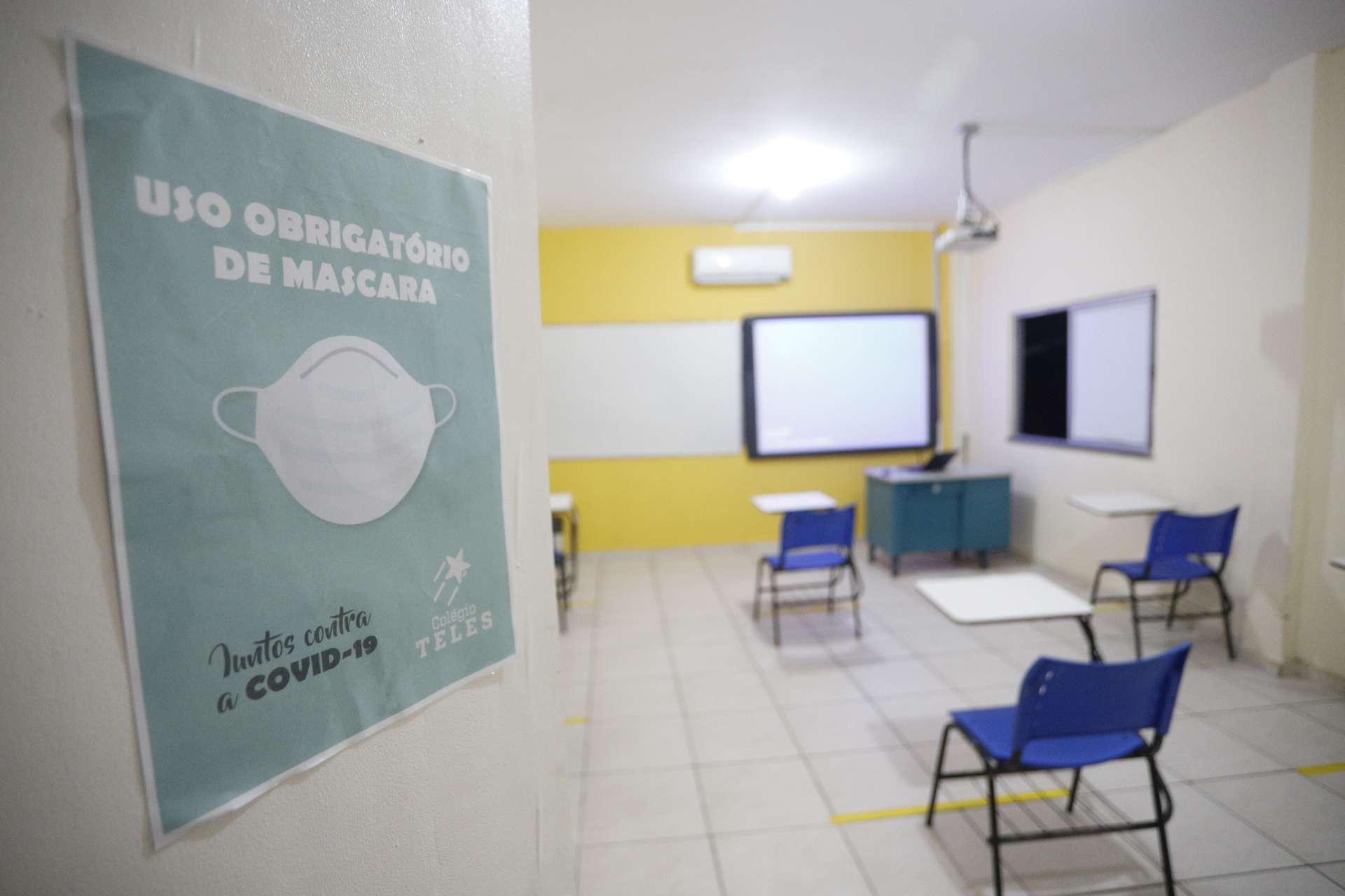 Escolas particulares se preparam para o retorno às aulas: distanciamento e uso obrigatório de máscara são algumas das exigências do protocolo de biossegurança (FCO FONTENELE/O POVO)