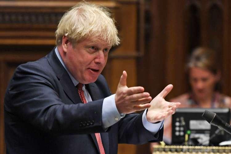 Primeiro ministro britânico, Boris Johnson planeja volta da torcida aos estádios em outubro (Foto: AFP)