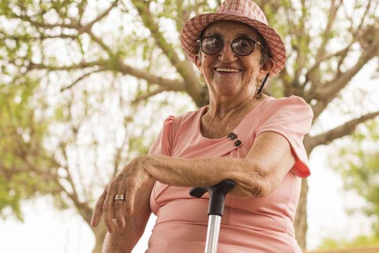 Dona Lurdinha é uma das poucas profetas da chuva mulheres (Foto: Luiz Alves)