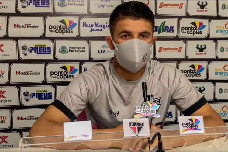 Macena falou que o empate no último jogo entre as equipes ficou com gosto amargo  (Foto: Ferroviário/Divulgação)