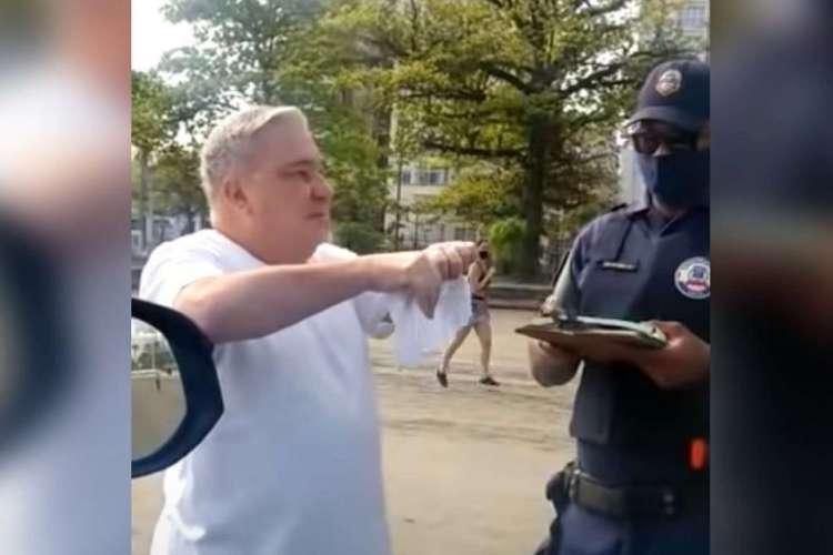 Desembargador Eduardo Siqueira no momento em que rasgava a multa (Foto: reprodução)