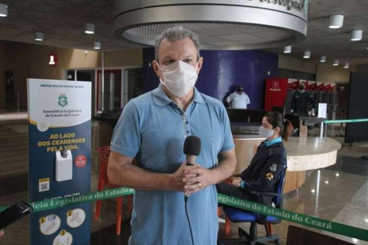 José Sarto acompanha preparativos para reabertura da Assembleia (Foto: Paulo Rocha/Divulgação AL)