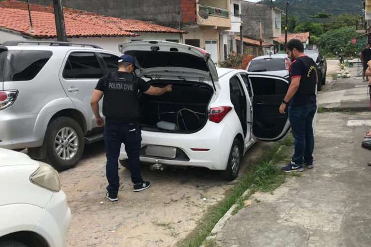 Homem é preso por suspeita de assalto usando farda da polícia civil. Foto: Asscom/SSPDS (Foto: Foto: Asscom/SSPDS)