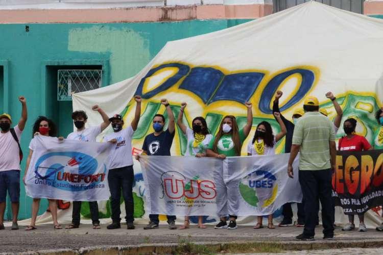 20.07.2020: Entidades ligadas à educação fazem vigília em apoio ao FUNDEB, na praça do Liceu.  (Foto: Fabio Lima/O POVO)