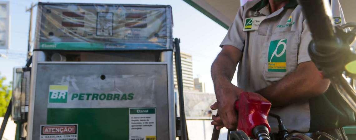 A Petrobras lembra também que a gasolina e o diesel vendidos às distribuidoras são diferentes dos produtos no posto de combustíveis (Foto: FCO FONTENELE)