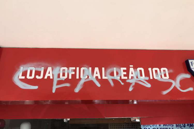 Pichação trazia o nome do Ceará SC  (Foto: Reprodução/Twitter)