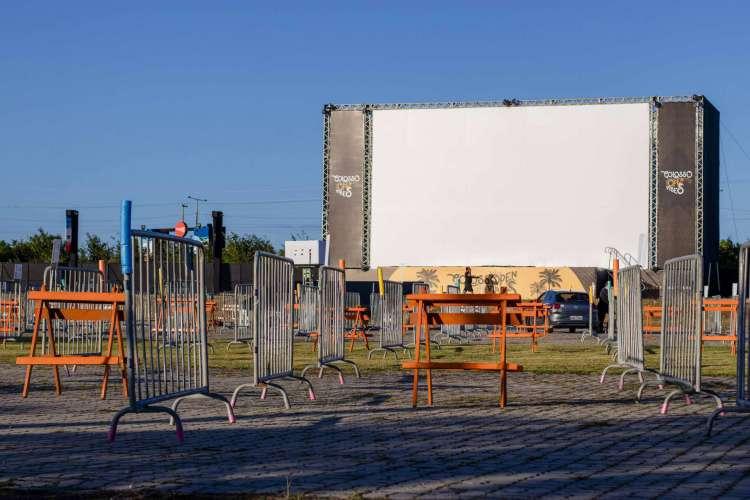 Novo cinema drive-in de Fortaleza foi inaugurado no último dia 23 de julho. (Foto: Aurelio Alves/ O POVO)