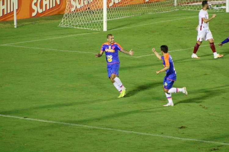 Com dois gols de Wellington Paulista, o Fortaleza venceu o América-RN por 3 a 1 em partida válida pela Copa do Nordeste (Foto: Bruno Oliveira/FortalezaEC)