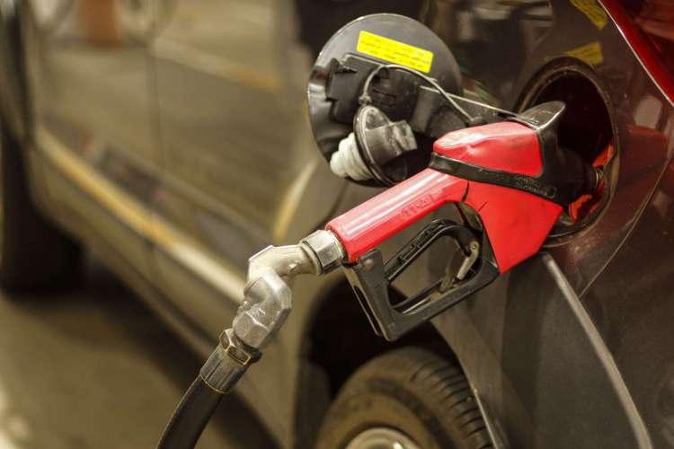 No Ceará, Aquiraz, Cascavel e Fortaleza foram alvos de fiscalização em pontos de revenda de combustíveis em busca de irregularidades em meio a aumento de preços (Foto: Barbara Moira)