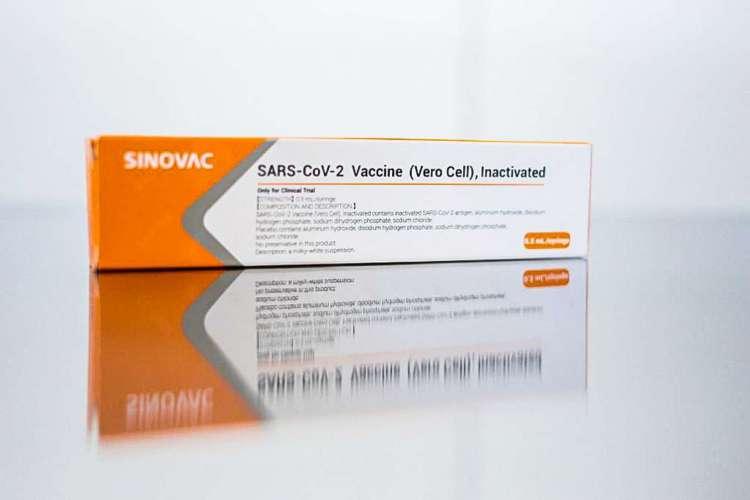 Coronavac é, a vacina contra Covid-19 desenvolvida pela farmacêutica chinesa Sinovac Biotech em parceria com o Instituto Butantan, de São Paulo. (Foto: Governo do Estado de São Paulo / AFP)