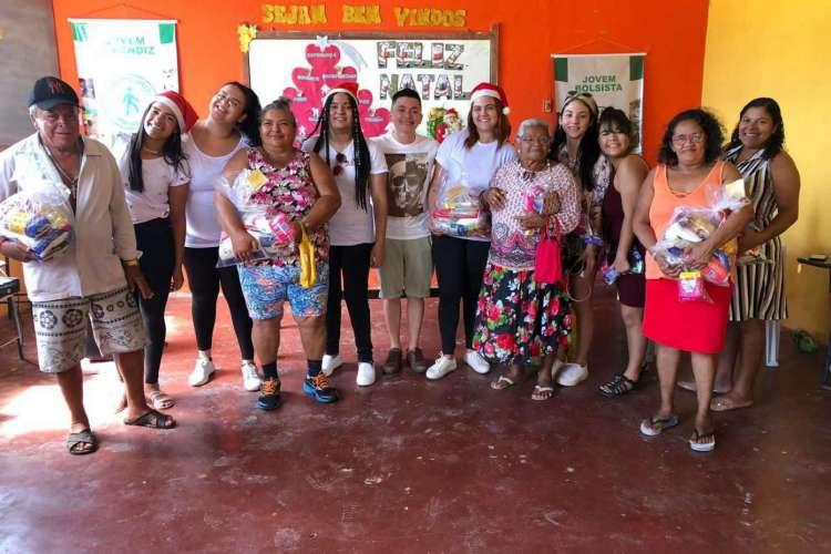 Durante o Natal de 2019, o coletivo doou kits de higiene para mulheres em situação de rua na Praça do Ferreira e para o Instituto Parque Universitário (Foto: Arquivo Coletivo Florescer)