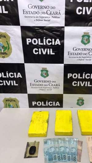 Os três quilos de cocaína foram encontrados dentro de um pneu de um carro na cidade de Crateús no início da manhã desta quinta, 23. Foto: Asscom/SSPDS (Foto: Foto: Asscom/SSPDS)