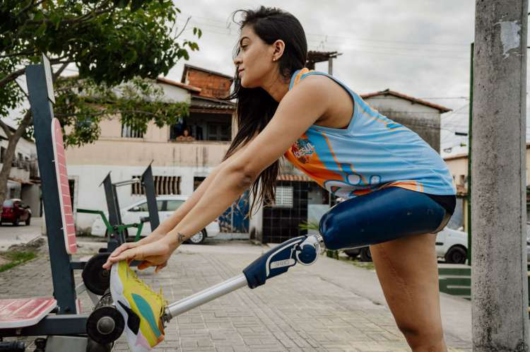 Angelina Caetano fazendo exercício antes de iniciar treinamento
