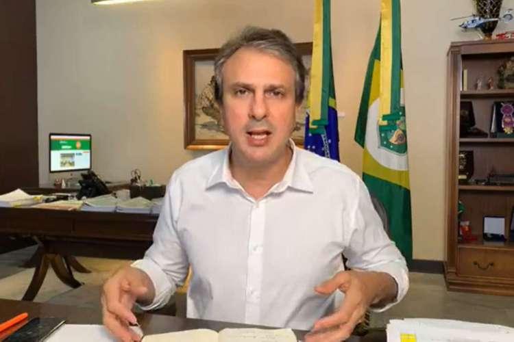 Camilo Santana, governador do Ceará, anunciará convocação de professores aprovados em concurso de 2018 em live em rede social (Foto: Reprodução/Facebook)