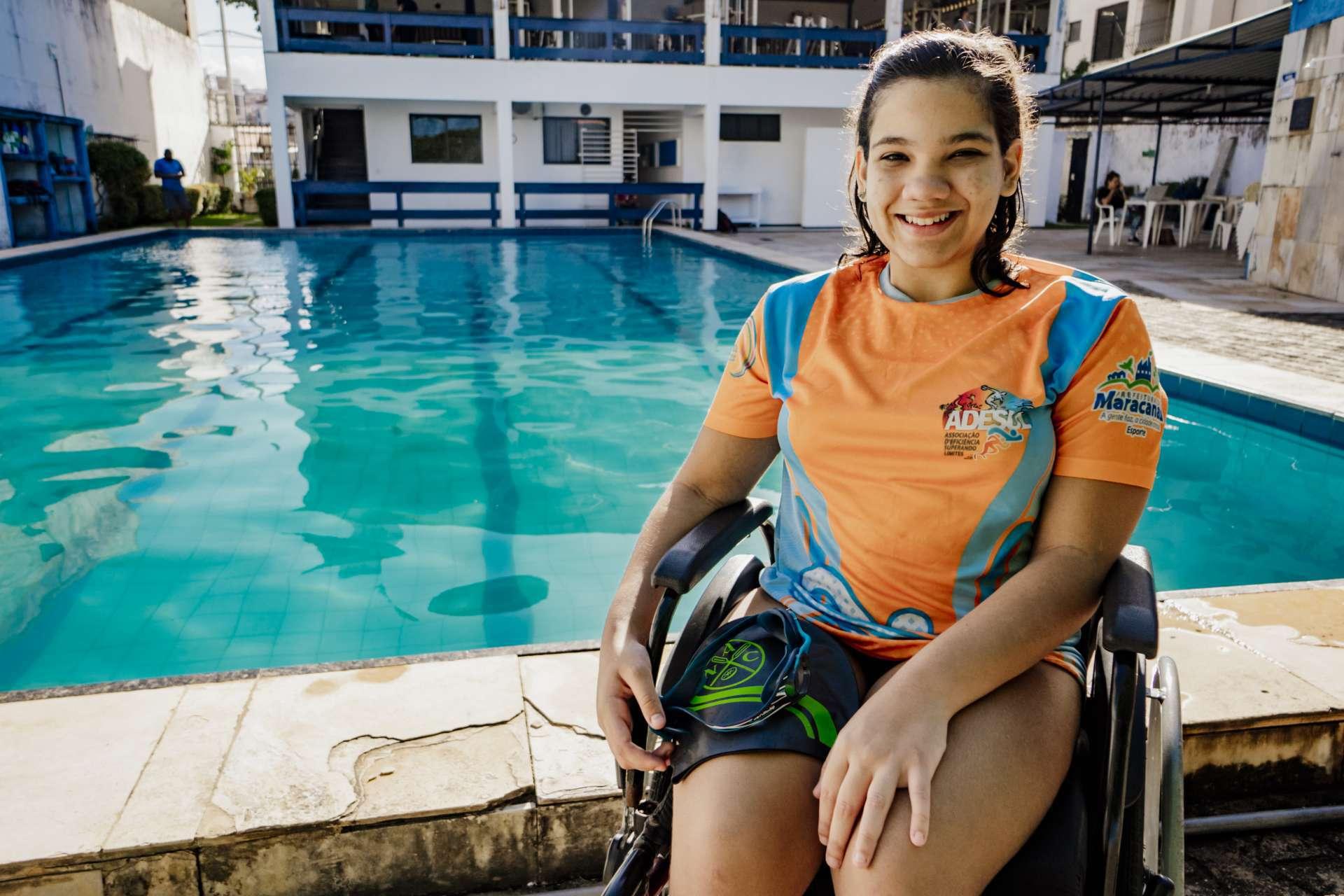 FORTALEZA, CE, BRASIL, 22-07-2020: Ana Clara é paratleta e pratica natação. Inclusão Social no esporte. (foto: JÚLIO CAESAR / O POVO)