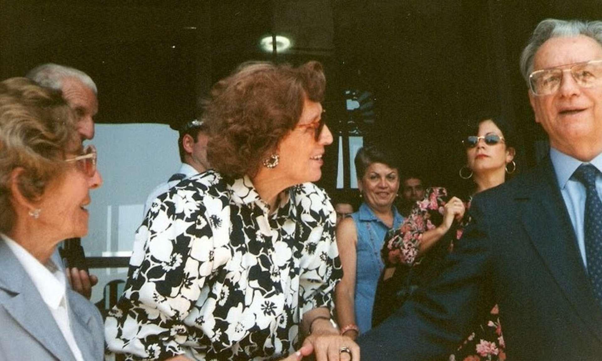 Dona Aninhas veio até o Brasil defender a oficialização do dia 26 de junho como Dia dos Avós. Ela encontrou-se com o então presidente da República, Itamar Franco. (Divulgação/ Revista Mood)