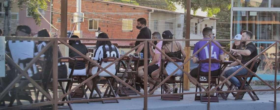 Restaurantes e bares de Fortaleza terão apoio para enfrentar período de restrições de atividades (Foto: Aurélio Alves/O POVO)