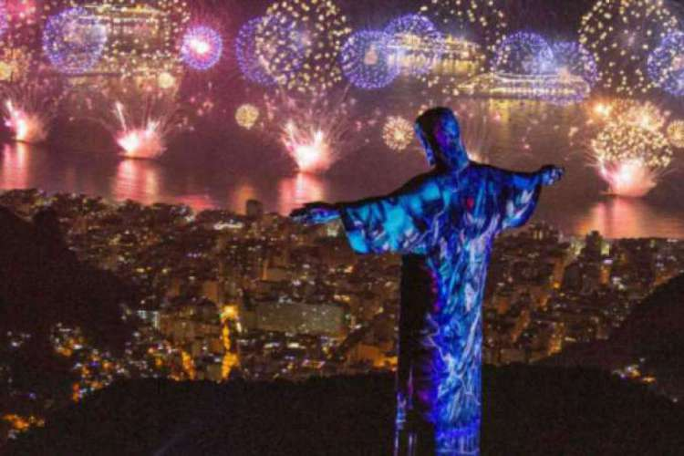 Tradicionais festas de Ano Novo, como o Réveillon no Rio de Janeiro, foram canceladas para evitar o avanço da doença  (Foto: Fernando Maia/Fotos Públicas)