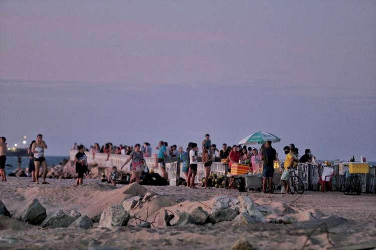 Aglomeração de pessoas no espigão da Rui Barbosa em 25.07.2020 (Foto: AURELIO ALVES)