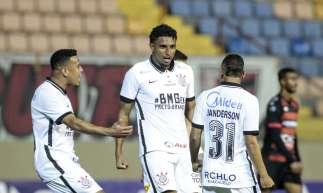 Ederson, autor de um dos gols do Corinthians contra o Oeste, pelo Campeonato Paulista