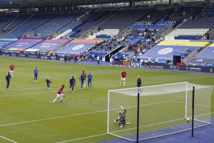 Manchester United derrotou Leicester por 2 a 0 e se garantiu na próxima temporada da Liga dos Campeões (Foto: CARL RECINE / AFP)
