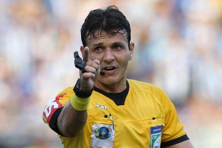 Caio Max Vieira, do Rio Grande do Norte, apita jogo entre Atlético-MG e Fortaleza, no Mineirão (Foto: Divulgação)