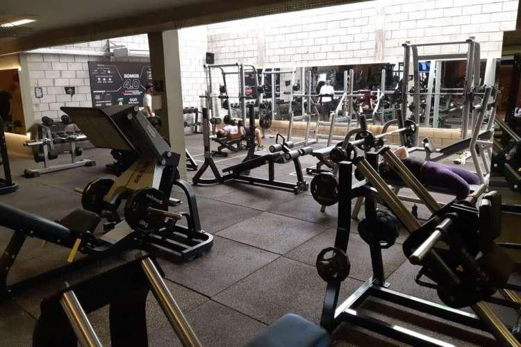 A academias exigem uso obrigatório de máscaras e distanciamento entre instrutores e alunos (Foto: Divulgação/AYO Fitness Club)