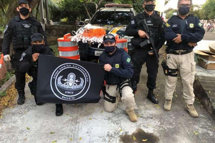O esquadrão antibombas foi acionado para a ocorrência (Foto: Divulgação/ PRF)