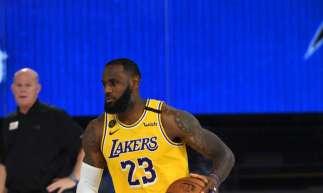 Os Lakers, de Lebron James, enfrentam os Clippers na noite de hoje (Foto: Garrett Ellwood/NBAE via Getty Images/AFP)