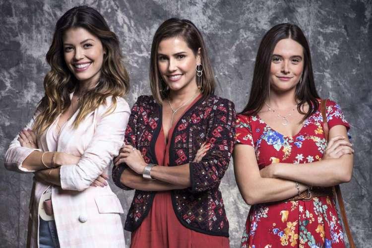 Kyra (Vitória Strada), Luna (Juliana Paiva) e Alexia (Deborah Secco) (Foto: Divulgação/Rede Globo)
