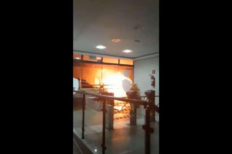 Moradores da região publicaram vídeos nas redes sociais sobre a violência da madrugada (Foto: Reprodução/Twitter)