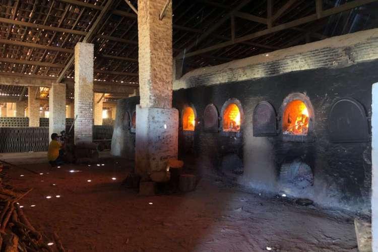 A carga foi incinerada em uma cerâmica em Aquiraz  (Foto: Angélica Feitosa/O Povo)