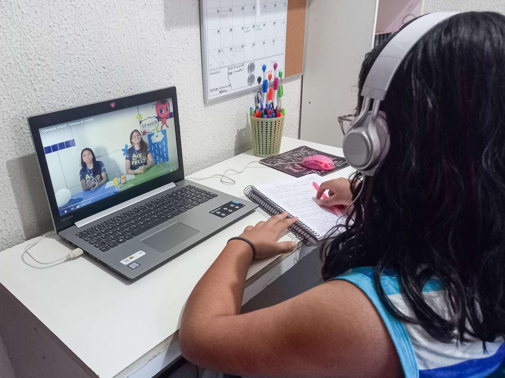 AULAS remotas: alternativa diante do isolamento social imposto pela pandemia do coronavírus (BARBARA MOIRA/ O POVO)