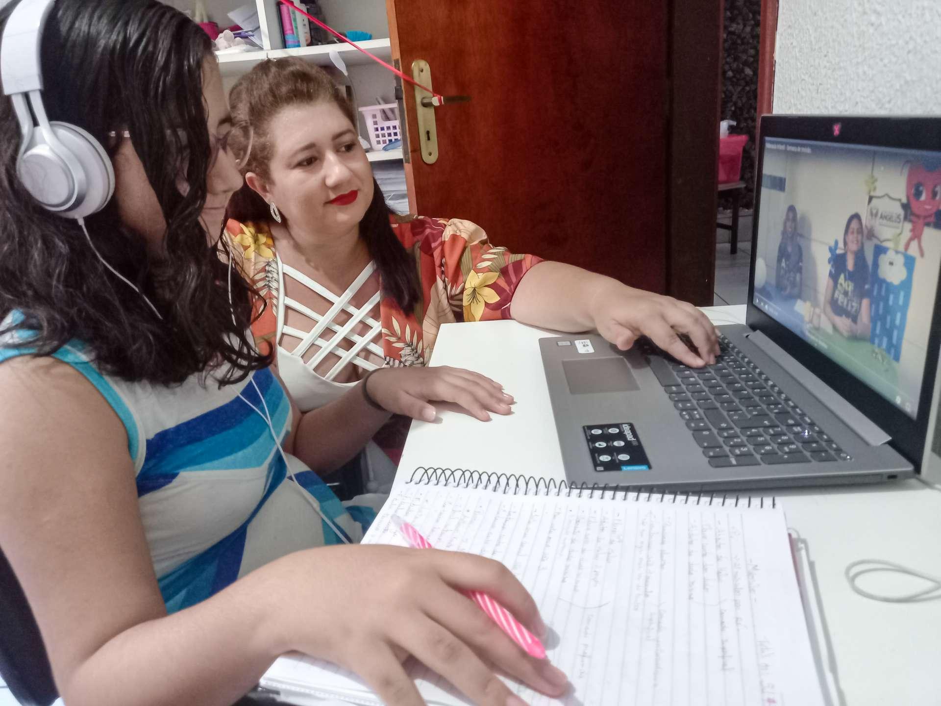 DANNA KELLY: opção por aulas à distância até o fim ano