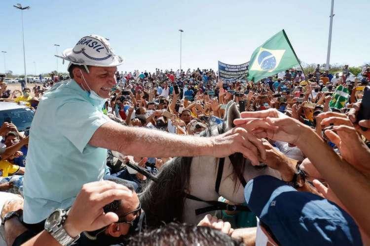 Bolsonaro foi recebido por multidão de apoiadores no Aeroporto Internacional Serra da Capivara  (Foto: Alan Santos/PR)