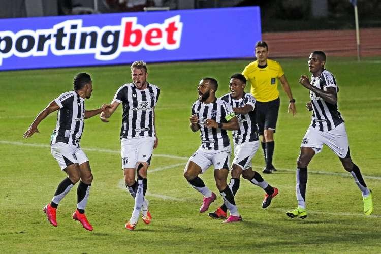 Final da Copa do Nordeste irá ocorrer neste sábado, 1º, entre Ceará e Bahia. Saiba onde assistir o duelo ao vivo (Foto: MARCELO MALAQUIAS/AE )