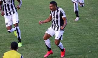 Ceará e Bahia fizeram a primeira partida da final da Copa do Nordeste, neste sábado, 1º, em Pituaçu, em Salvador. Fernando Sobral comemora após marcar o gol do Vovô.