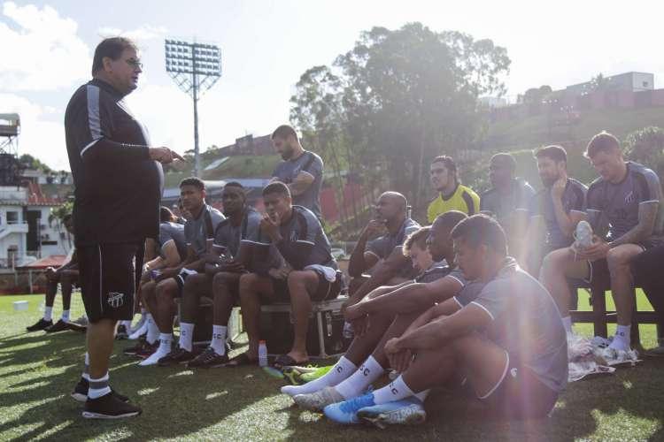 Além de ir encontrando o time ideal, Guto Ferreira tem o elenco nas mãos  (Foto: Felipe Santos/Cearasc.com)