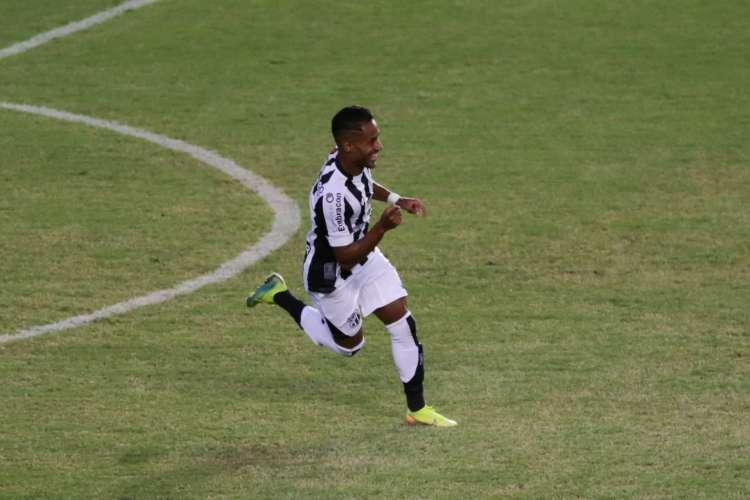 Ceará e Bahia fizeram a primeira partida da final da Copa do Nordeste, neste sábado, 1º, em Pituaçu, em Salvador. Mateus Gonçalves marcou o terceiro gol do Vovô (Foto: Felipe Santos/cearasc.com)