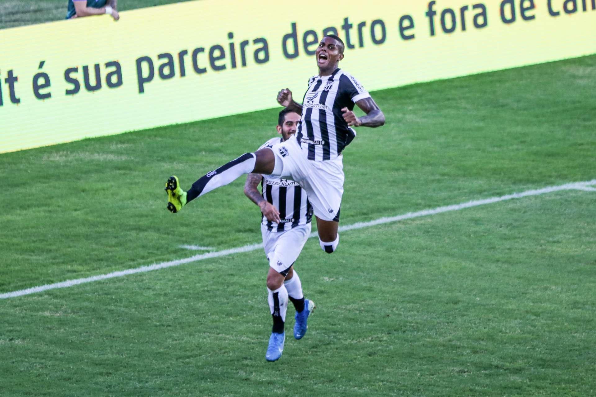 Cléber comemora o segundo gol do Ceará, o primeiro dele no Alvinegro