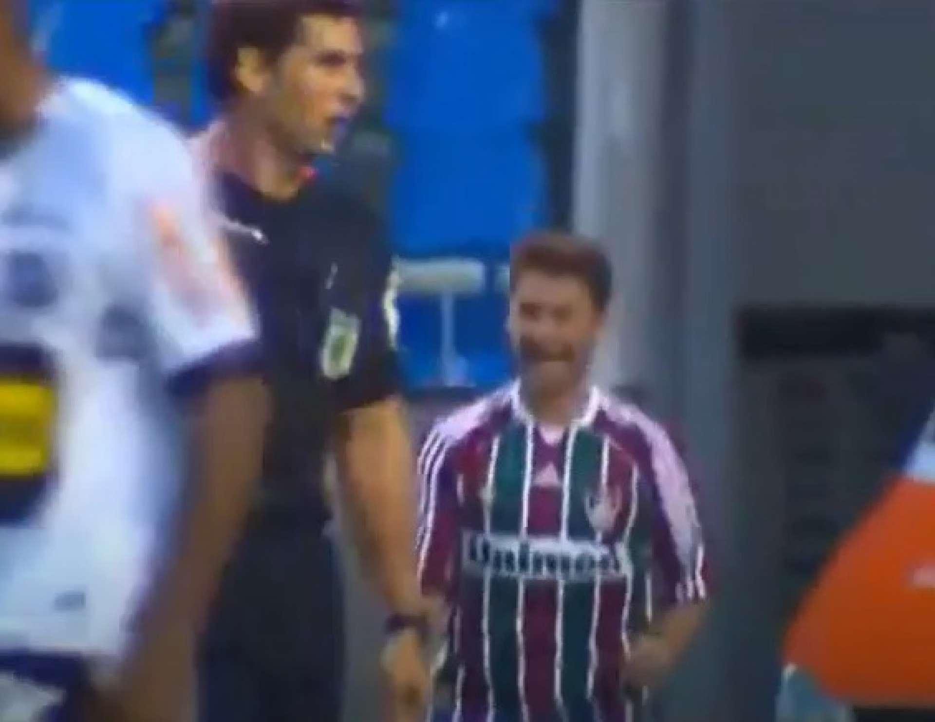 ÁRBITRO Wagner Reway assinala gol de Rafael Sóbis, na vitória do Fluminense sobre o Ceará